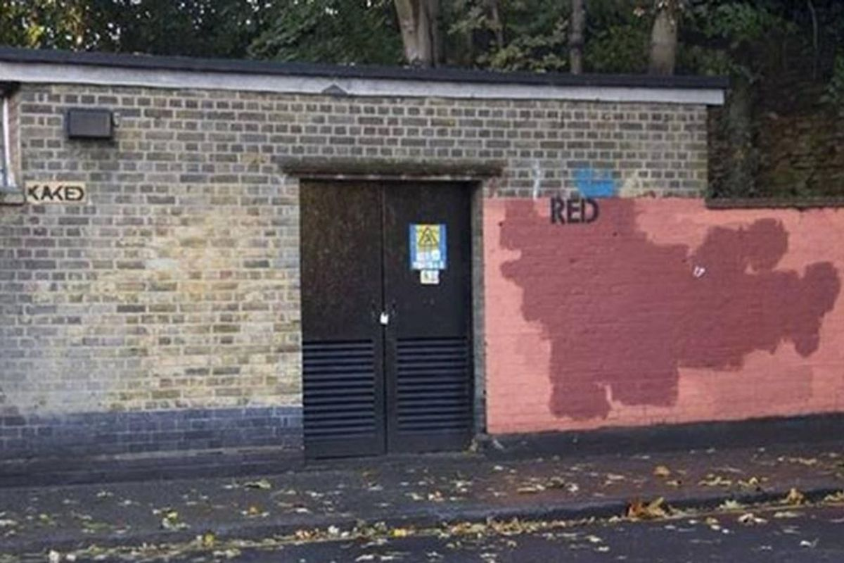 London street artist has a hilarious year-long battle with a graffiti-removal crew