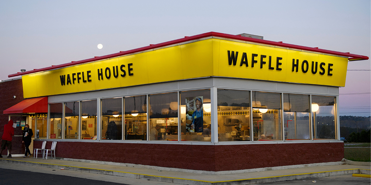 Waffle House Waitress Working Double Shift While Looking After Baby Given $1,000 Tip From Country-Music Star