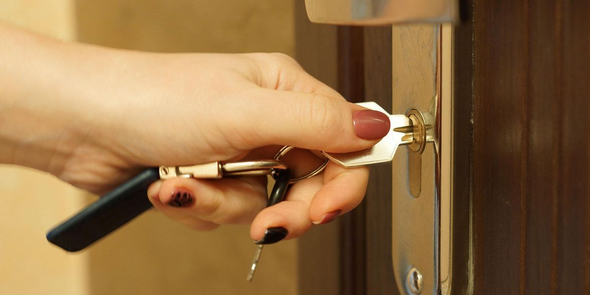 TikTok User Says Handy Portable Lock 'Saved Her' When Someone Tried to Break Into Her House