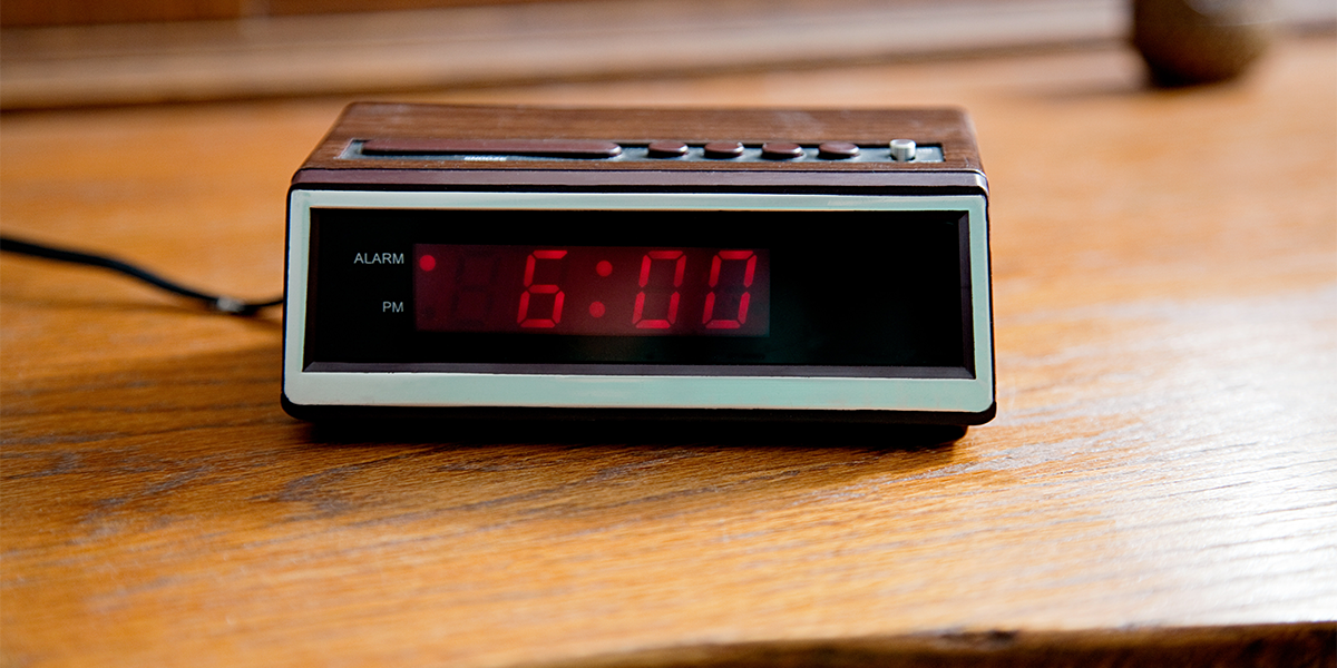 Alarm Clock Gradually Grows Brighter and Brighter So That You Wake Up Gently