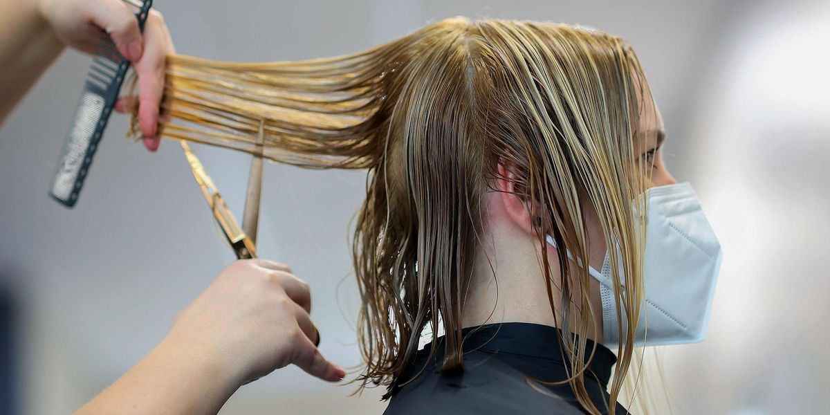 'Foilayage' Is the Newest Technique To Get Perfect Sun-Kissed Hair