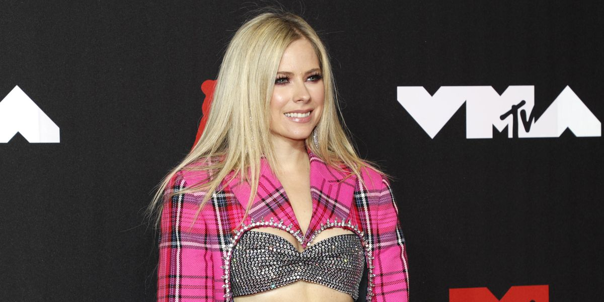 Fans Think Avril Lavigne's Clone Showed Up to the VMAs