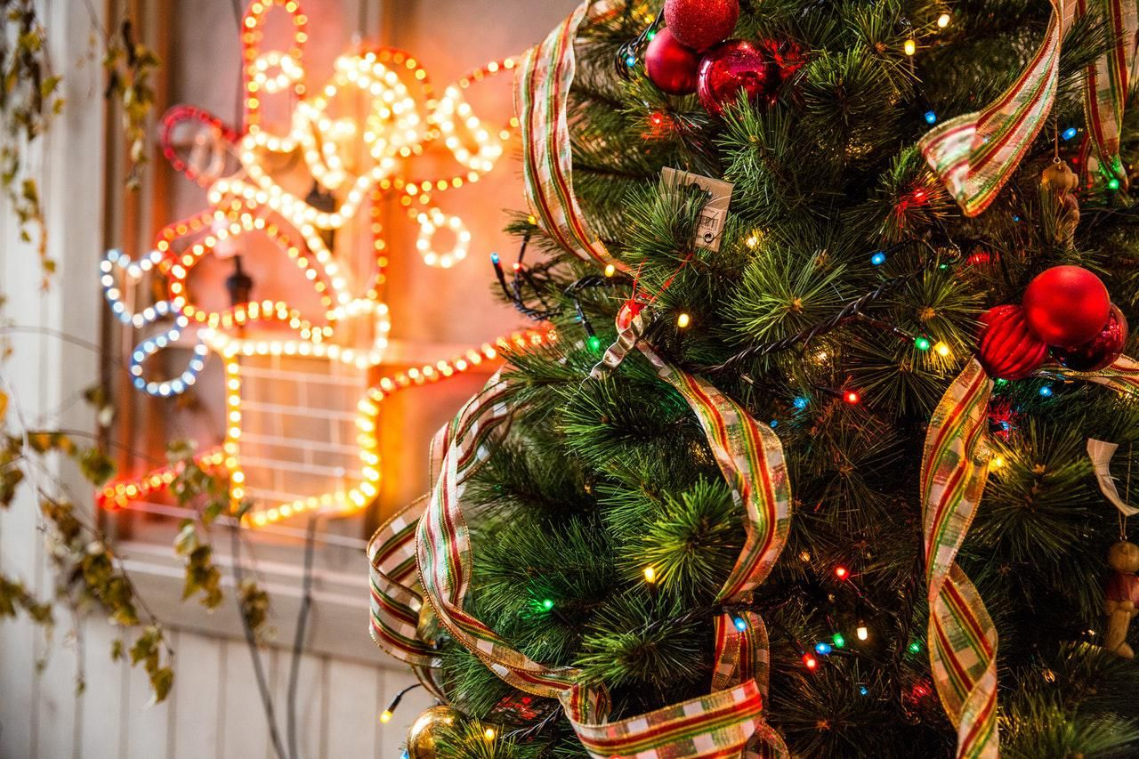 8 Best & Spectacular Ideas To Decorate Your Yard This Christmas