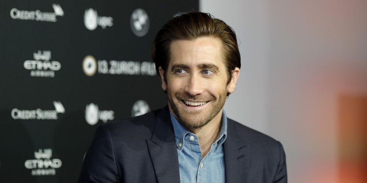 Jake Gyllenhaal Says He Actually Does Bathe