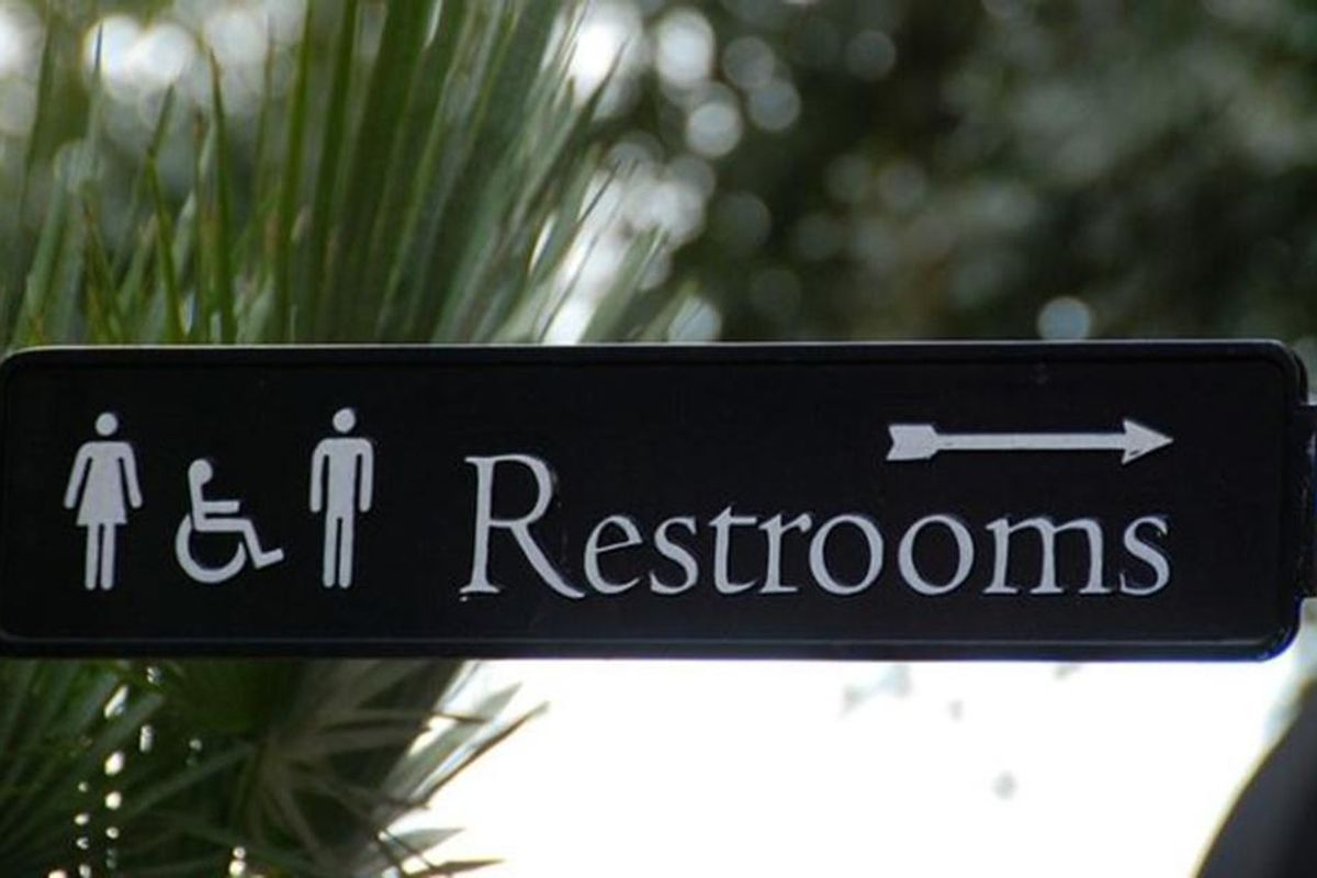 Proud 'girl dad' explains why he has no problem taking his daughters to the women's bathroom