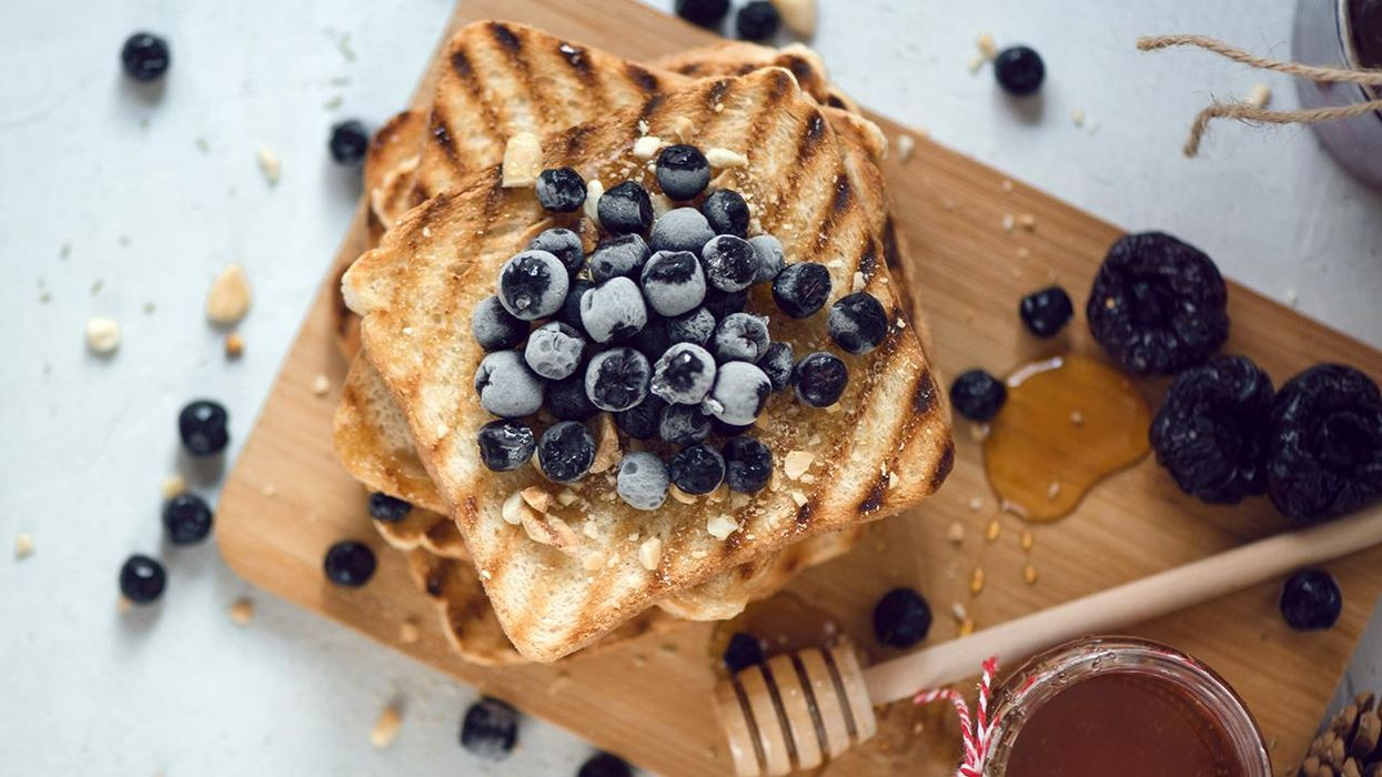 Toasted bread with honey and berries