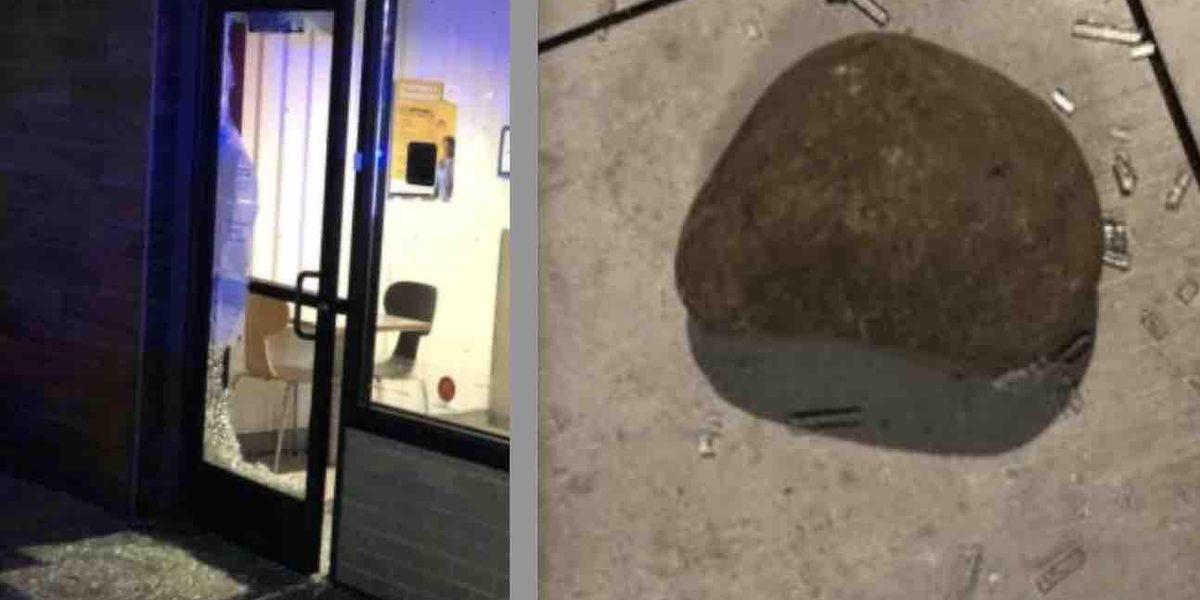 Portland cops back off from man pounding on restaurant door to give him 'space.' Soon he breaks door with 'grapefruit'-sized rock; staff hide in freezer.