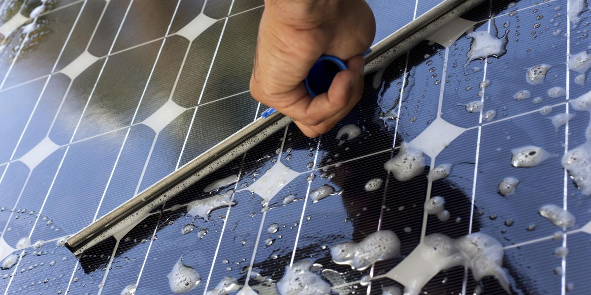 Guide to Solar Panel Cleaning Through the Seasons