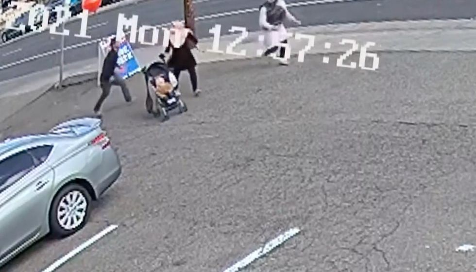 Insane video captures moment woman tries to kidnap baby in broad daylight — and then 2 Good Samaritans step in