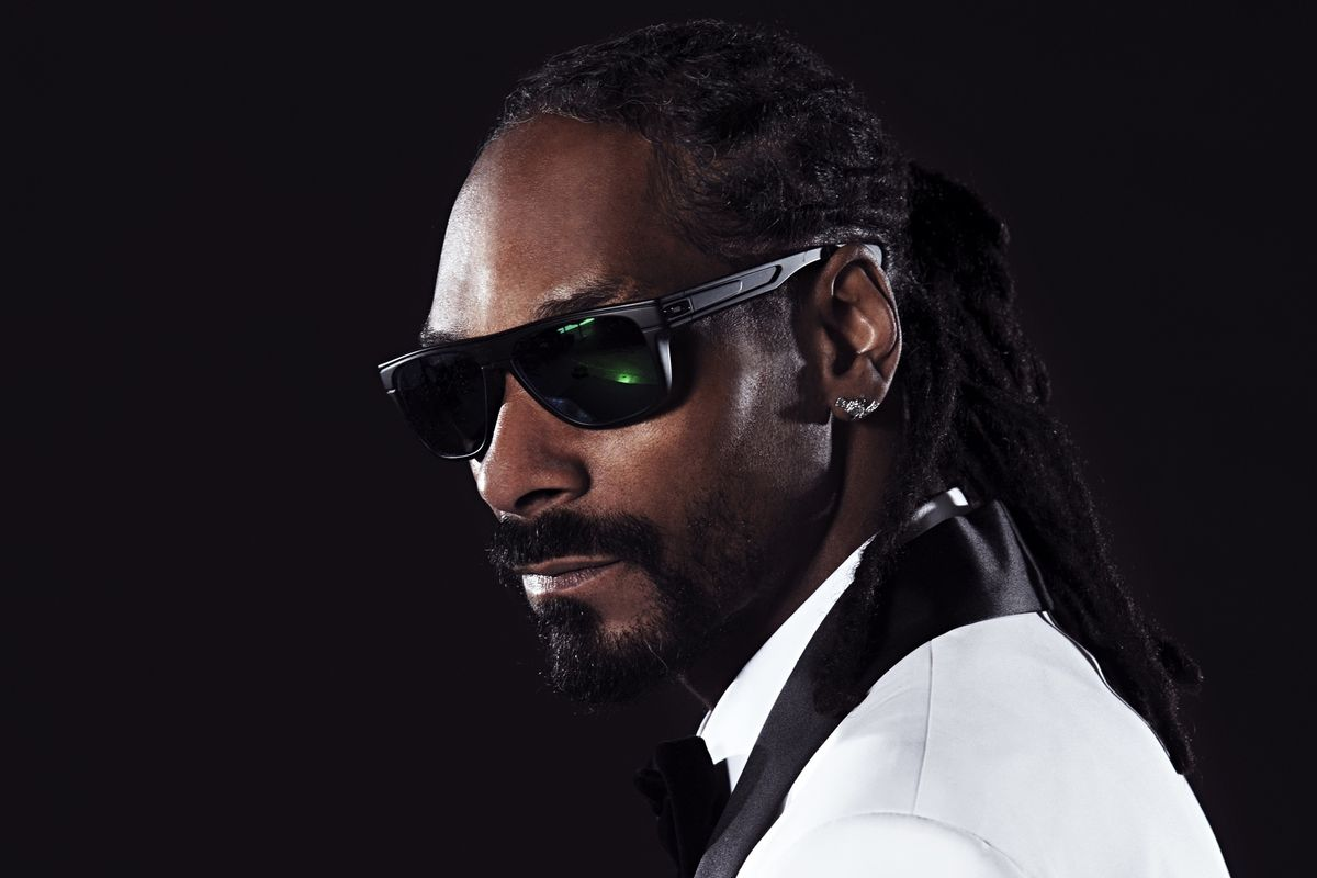 Gobblety-Gizzle: Snoop Dogg Donates 1500 Turkeys To Families In Need