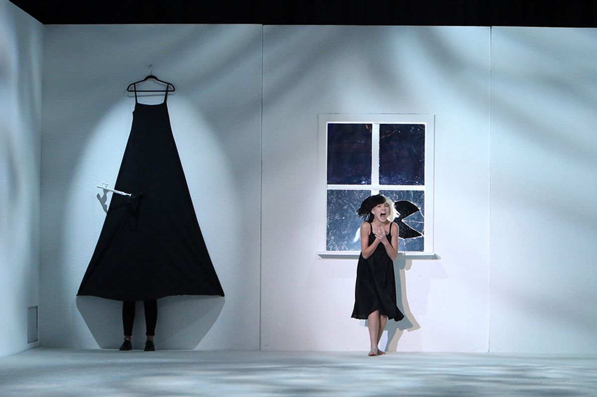 """Sia Performs """"Alive"""" On Ellen With Maddie Ziegler In Tow"""