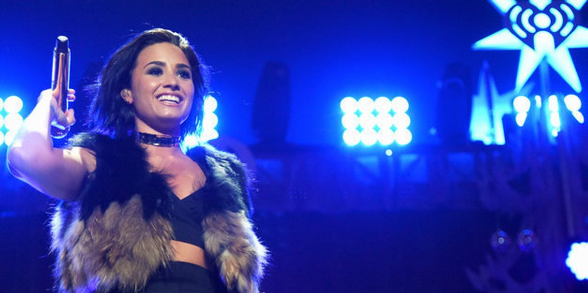 Watch Demi Lovato Fall On Stage, Again