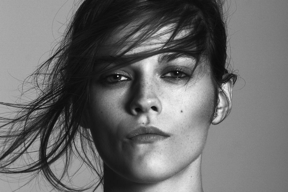 Model Amber Anderson Creates a Splash in London