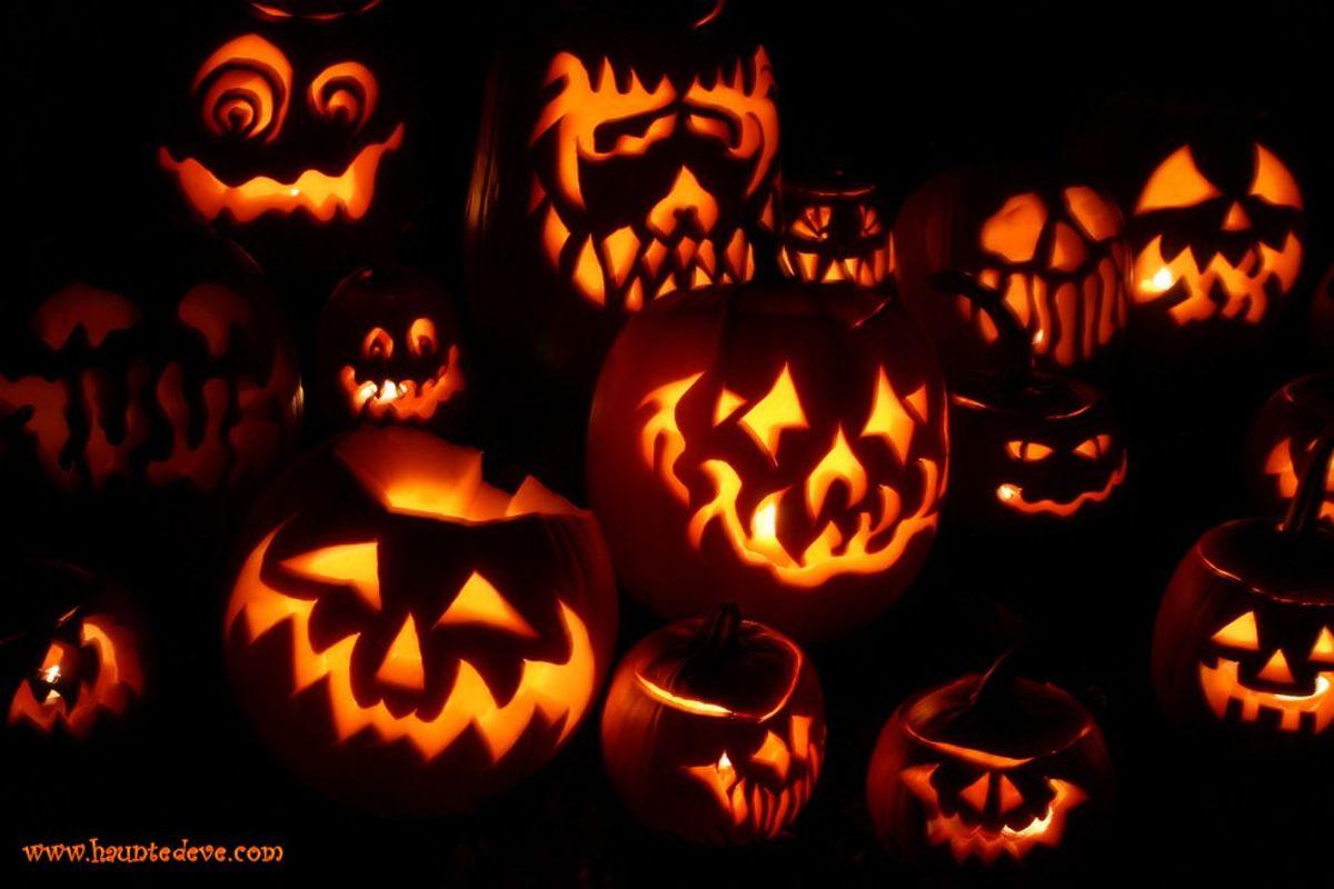 14 Halloween Costumes for Broke College Students