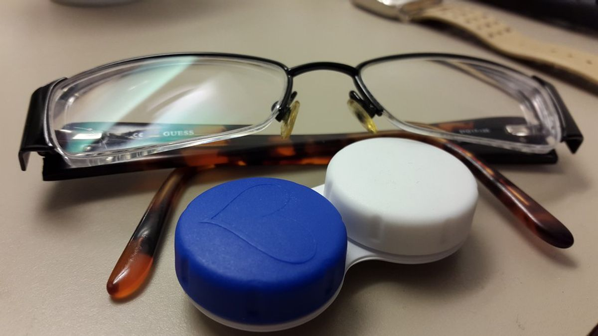 Problems Every Contact Lens Wearer Deals With