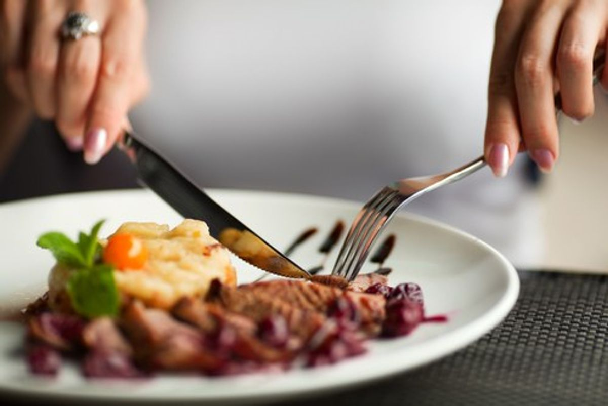 7 Ways To Fake It At A Restaurant When You're Paleo