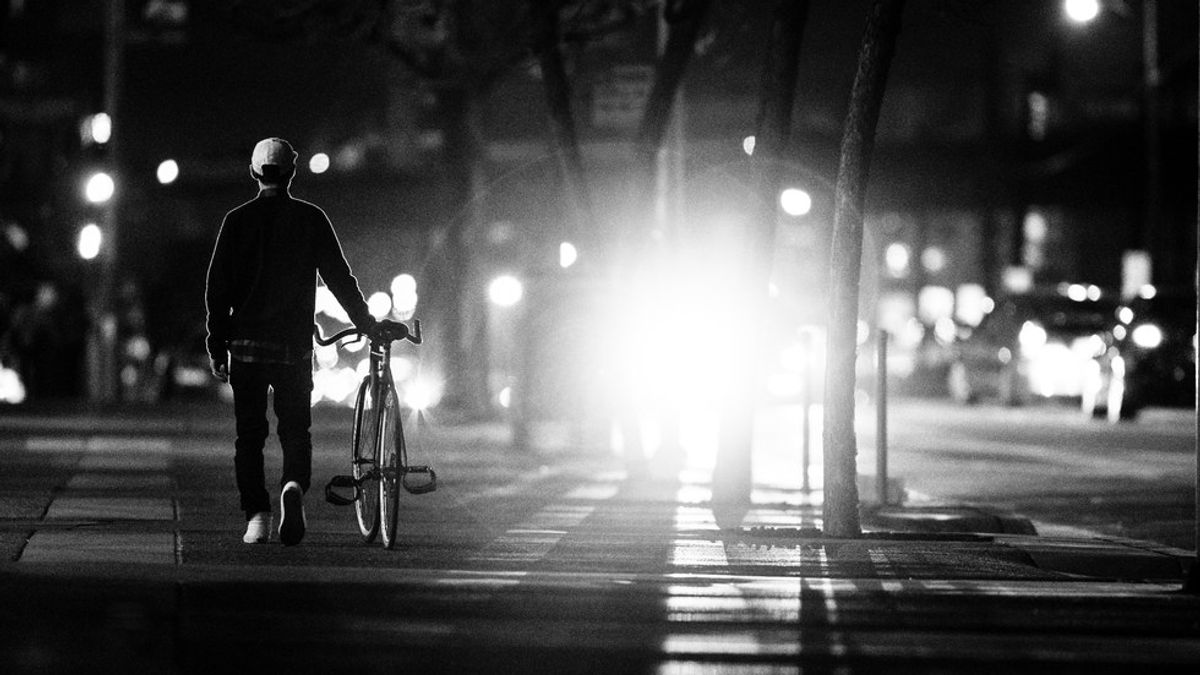 5 Safety Tips For Walking Alone At Night