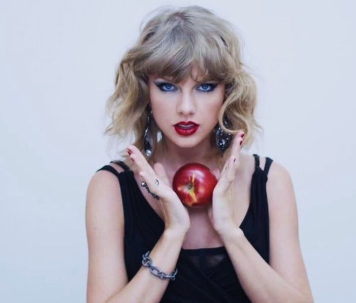 20 Taylor Swift Songs That, Surprise, Aren't About Boys