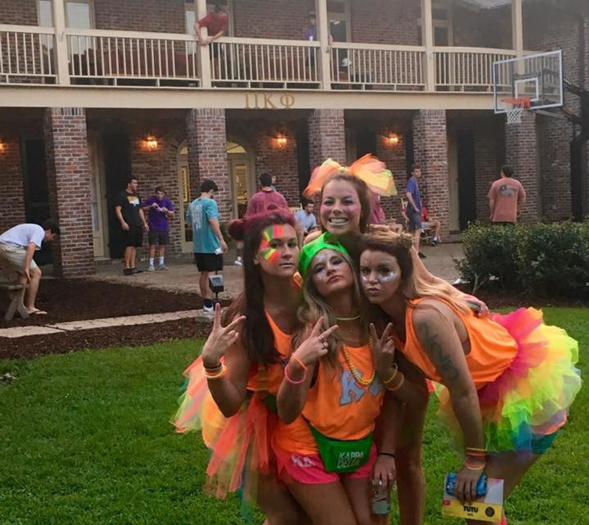 8 Thoughts Every Girl Has In A Frat House