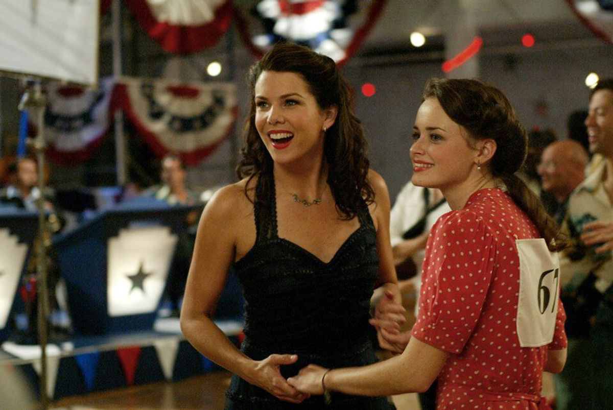 What It's Like To Have A Lorelai-Rory Relationship With Your Mom