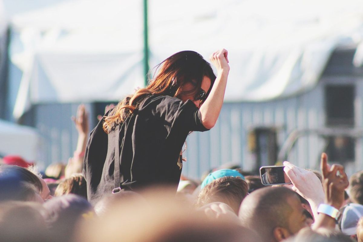 How To Choose The Perfect Concert Outfit