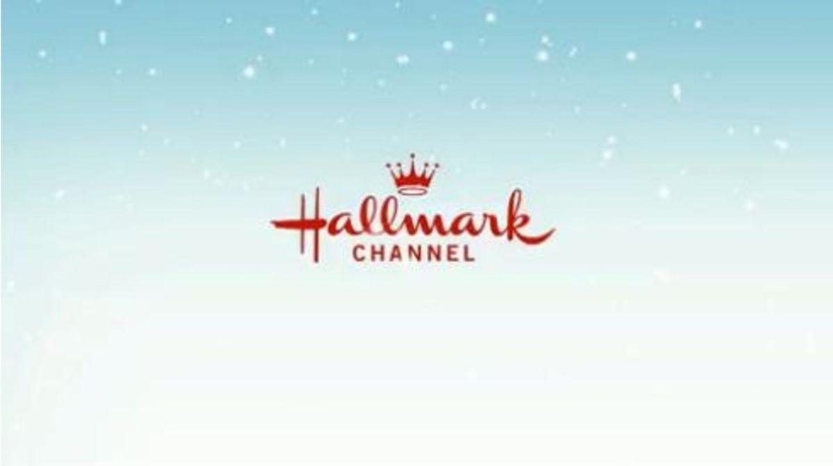 5 Funny Similarities In Hallmark Christmas Movies