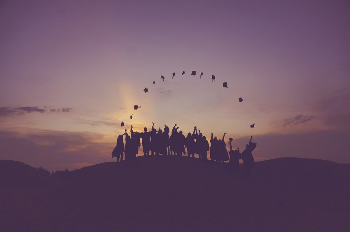 26 Thoughts All College Seniors Have Before Graduating