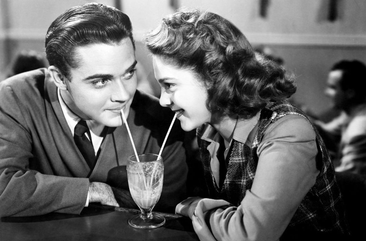 10 Old-School Dating Traditions That Need To Make A Comeback