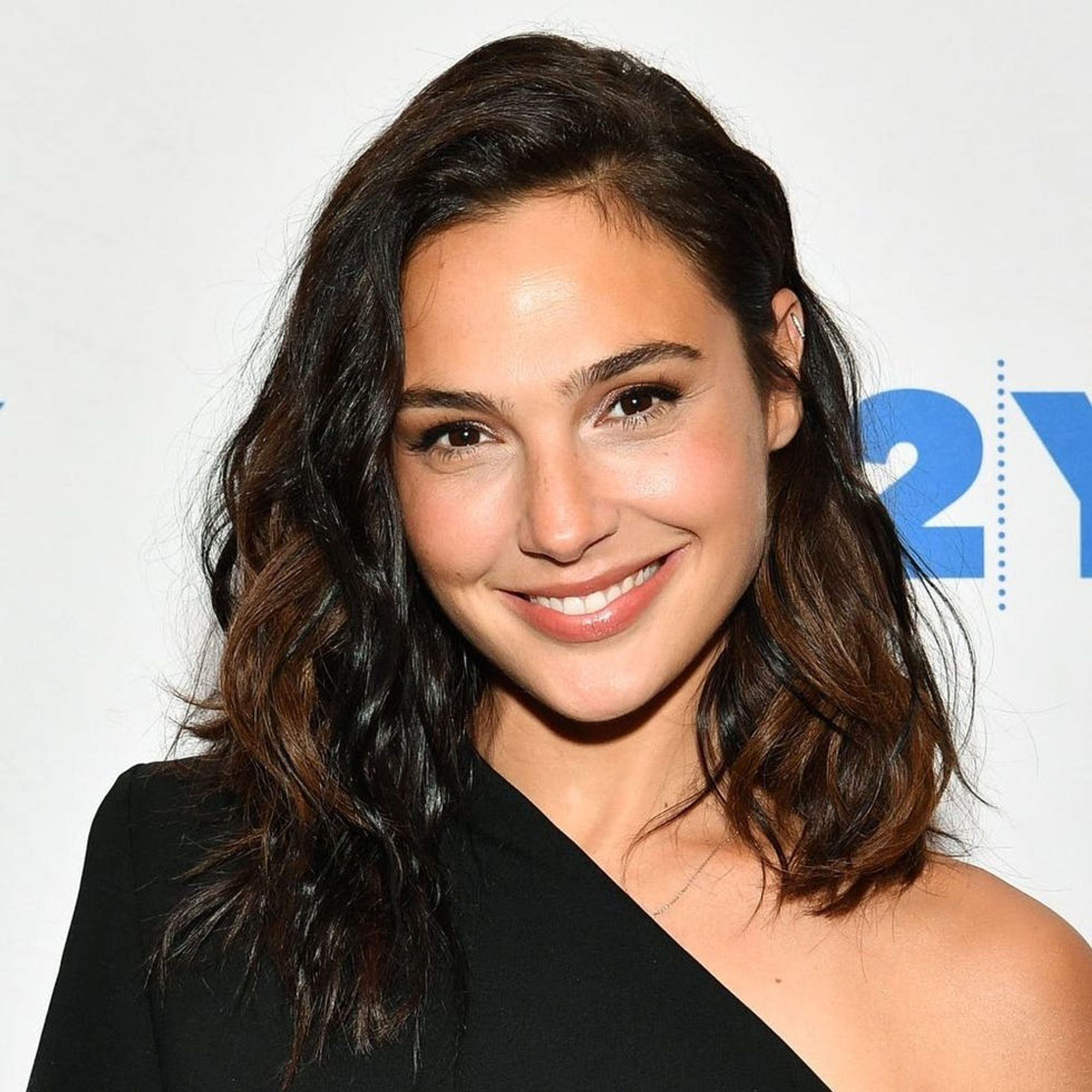 Gal Gadot's $68 Jeans Are Perfect Airport Style Inspo ...