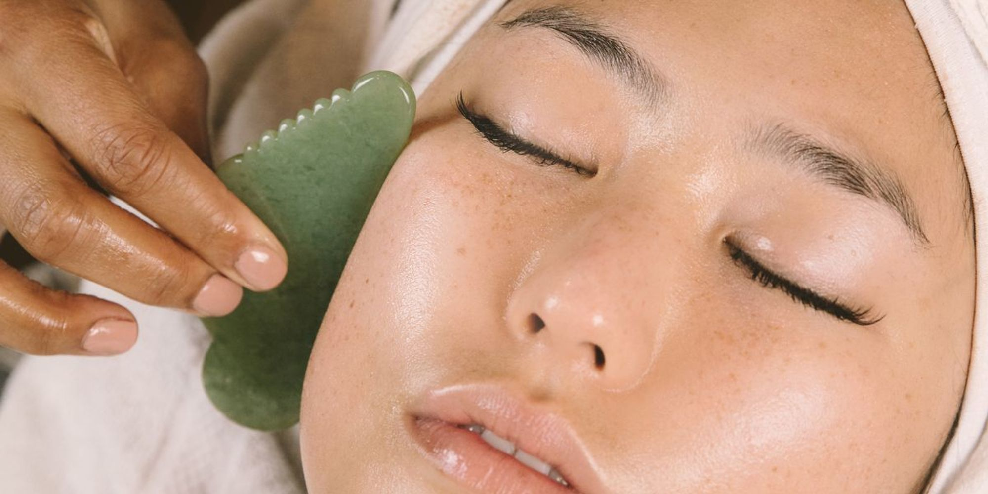 Lift and remove the skin with Gua Sha face at home
