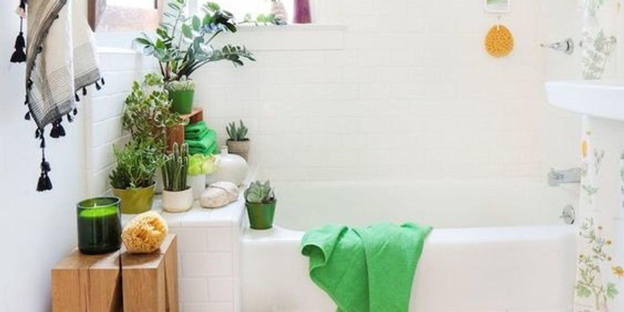 15 ways to make a small bathroom escape